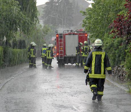 Heftiger Niederschlag im Kreisgebiet - wie hier in Herzhausen - erhöht die Aquaplaning-Gefahren.