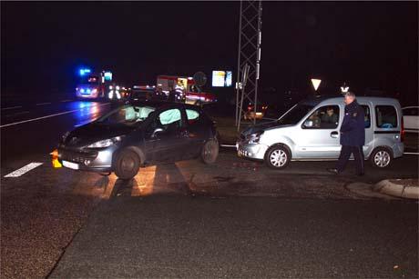 UnfallB54 1 Zwei Verletzte bei Unfall im Abfahrtsbereich Haiger Burbach