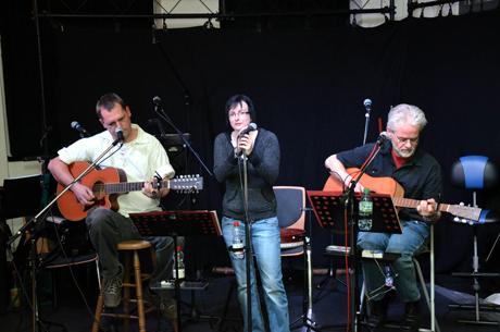 """Handgemachte Folkmusik vom """"Trio Kleinod"""" wird es in der kommenden Saison auch wieder geben. Foto: Stadt Netphen"""