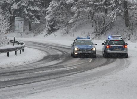 Die starken Schneefälle sorgen für Staus und Beeinträchtigungen im Straßenverkehr. Archiv-Foto: wirSiegen.de