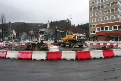 IMG 88041 Provisorischer Kreisverkehr in Eiserfelder Ortmitte eingerichtet