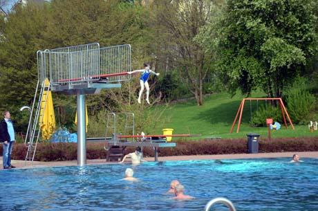 Das Freibad in Kaan-Marienborn bietet am Sonntag für Kinder einen Aktionsnachmittag an. Foto: Archiv/wirSiegen.de