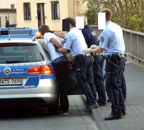 Pol-Festnahme11