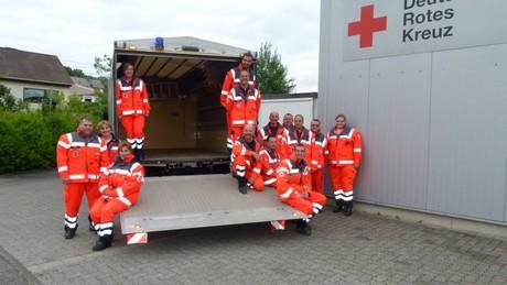 Die Kameraden des DRK-Kreisverbandes Siegen-Wittgenstein warten auf Spenden und Materialien, um sie mit einem LKW in die Hochwassergebiete in Sachsen zum Kreisverband Dippoldiswalde zu fahren. Foto: DRK