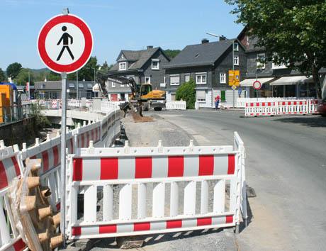 Mit dem nächsten Bauabschnitt in der Eiserfelder Ort wurde begonnen. Die Eiserntalstraße wurde voll gesperrt.