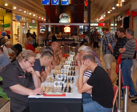 Zum fünften Mal wird mitten im Einkaufszentrum City Galerie Schach gespielt. Foto: Verein