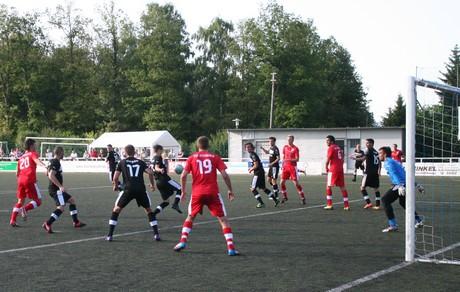 Keeper Yannik Dauth (re.), hier im Spiel beim Germanen-Cup gegen Steinbach, wird auch in Lotte das Siegener Tor hüten.