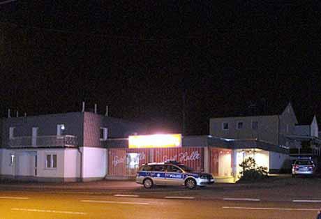 Im gleichen Muster überfielen maskierte Täter zwei Stunden später auch eine Spielhalle in Geisweid.