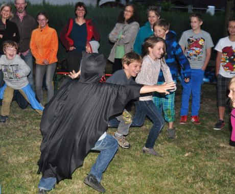 Das Fledermausfangspiel machte den Kindern sehr viel Spaß. Foto: Biologische Station