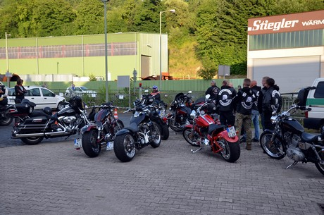 hells angels party sorgt f r polizei gro aufgebot. Black Bedroom Furniture Sets. Home Design Ideas