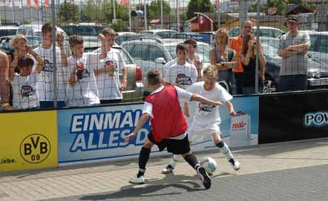 Junge Fußballer aus Siegen können einen Platz in einem BVB-Jugendteam ergattern.