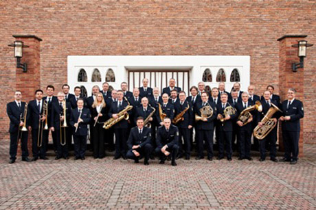 Das Landespolizei-Orchester Nordrhein-Westfalen spielt im Apollo-Theater Siegen für einen guten Zweck. Foto: Polizei NRW