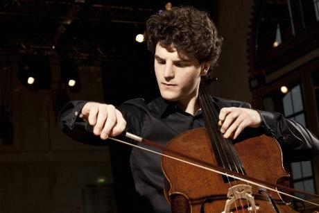 Solist Gabriel Schwabe spielt zusammen mit der Philharmonie Südwestfalen im Apollo Theater. Foto: Detlef Eden