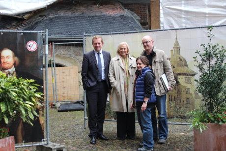 Bürgermeister Steffen Mues, Babette Bammann,  Museumsdirektorin Prof. Dr. Ursula Blanchebarbe und Projektleiter Stefan Schönstein (v.l.n.r.) besuchten die Baustelle. Fotos (2): Rita Lehmann
