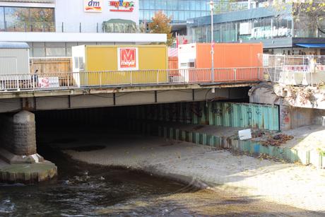 Der Abriss der Siegbrücke verzögert sich. Sie ist für Fußgaänger wieder frei. Archiv-Fotos: wirSiegen.de