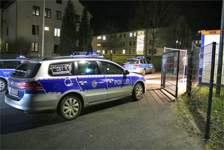 Zwei Menschen sind nach Streitigkeiten und einem Handgemenge in der Notunterkunft für Flüchtlinge in Burbach in Polizei-Gewahrsam gekommen. Ein 18-jähriger Beteiligter wurde vorläufig festgenommen. Archiv-Foto: wirSiegen.de