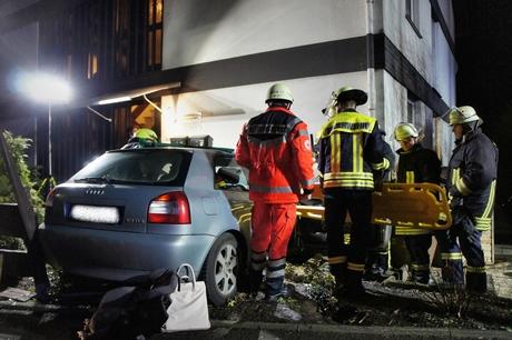 Die Verletzte wurde in dem Unfallwagen rettungsdienstlich versorgt.