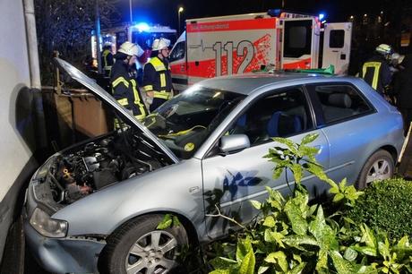 Mit ihrem Wagen fuhr eine 20-jährige Fahranfänger gegen eine Hauswand in Neunkirchen-Salchendorf. Fotos (8): wirSiegen.de