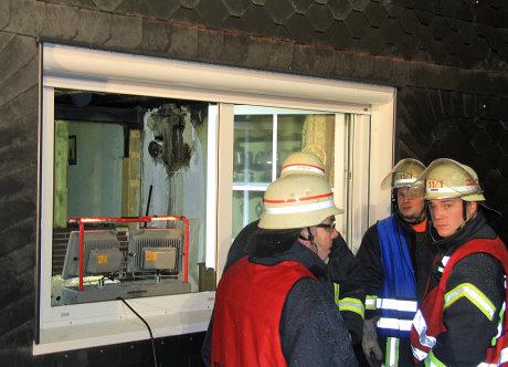 Die Feuerwehr brachte das Feuer unter Kontrolle und verhinderte somit Schlimmers.