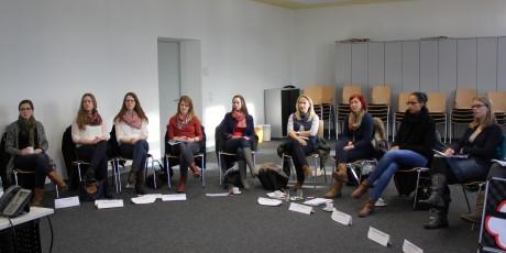 """""""Natürlich überzeuge ich!"""" - Studentinnen der Uni Siegen erhielten Tipps in Sachen Eigenmarketing. Foto: Kreis"""