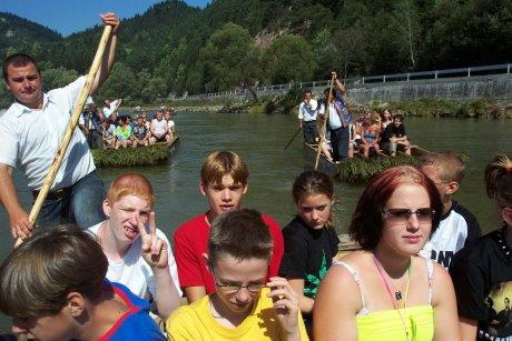 Deutsche und Polen in einem Boot: Für Jugendliche aus Siegen und Umgebung bietet das Jugendamt der Stadt Siegen im Sommer eine Begegnungsreise nach Zakopane an. Foto: Stadt