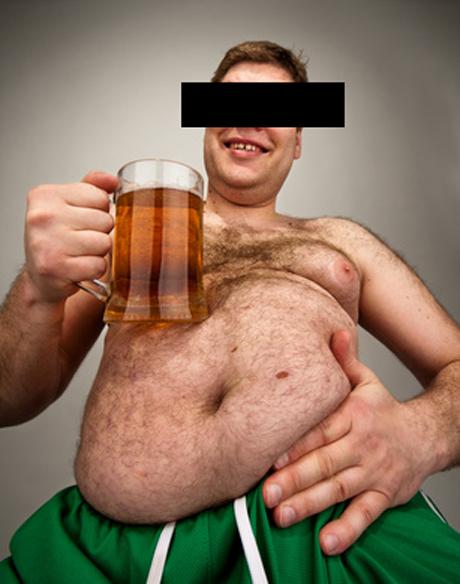 Ein 20-Jähriger lag erst betrunken auf der Straße und pöbelte dann gegen Anwohner. (Symbolfoto)