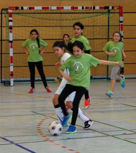 Rund 70 talentierte Grundschulmädchen zeigten bei dem Turnier am Giersberg ihr Können am runden Leder.