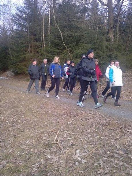 """Nordic Walking""-Kurse mit "":anlauf"". Foto: Firma"