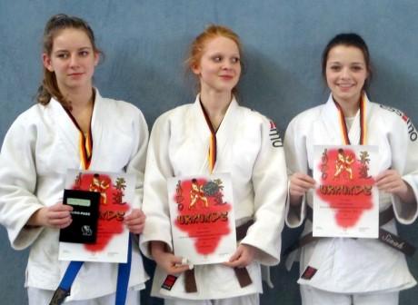 Nadja Köbernik, Vanessa Serra und Sinah Burgmann starten nach ihren Medaillenplätzen in Herne. Foto: Verein