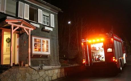 Der  Kaminofen eines Wohnhauses in der Achenbacher Furt in Siegen-Achenbach qualmte. Das rief am Mittwochabend die Feuerwehr auf den Plan.