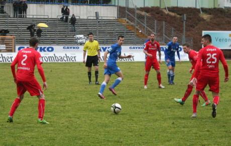 Die Sportfreunde Siegen gewannen am Samstagnachmittag mit 2:1 gegen die U23 des VfL Bochum. Fotos: Jürgen Kirsch