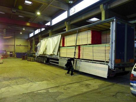 Eine immense Menge an Rauschgift fanden die Ermittler der Kriminalpolizei in einem Lkw in einer Lagerhalle in Ferndorf. Archiv-Foto