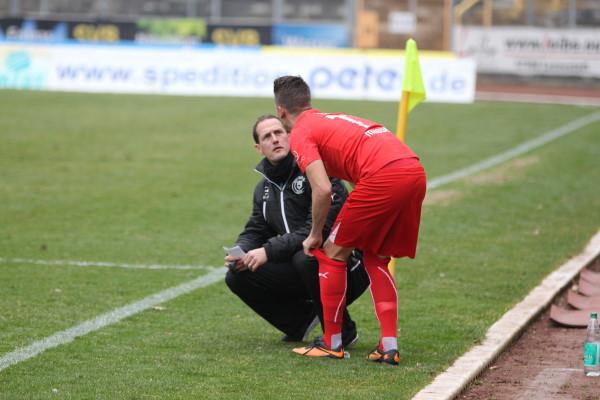 Matthias Hagner (li.) bleibt auch über die Saison hinaus Trainer bei Sportfreunde Siegen. Archiv-Foto