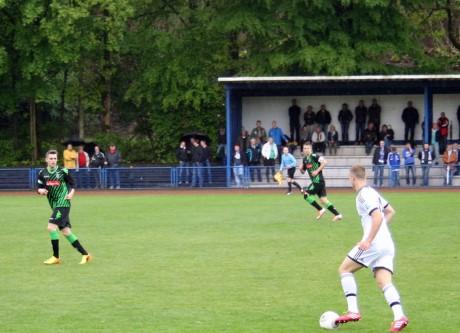 Hendrik Lohmar (re.) gegen Gladbacher Abwehrspieler.