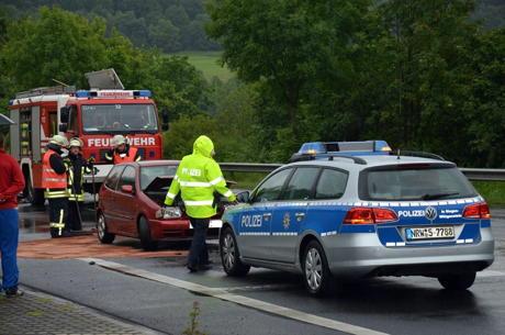 2014-06-28_Weidenau_Pkw_brennt_nach_Unfall_1