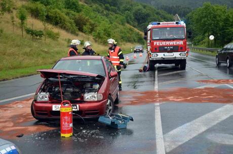 2014-06-28_Weidenau_Pkw_brennt_nach_Unfall_2