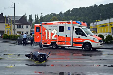 2014-06-28_Weidenau_Unfall_Roller_und_Pkw_02