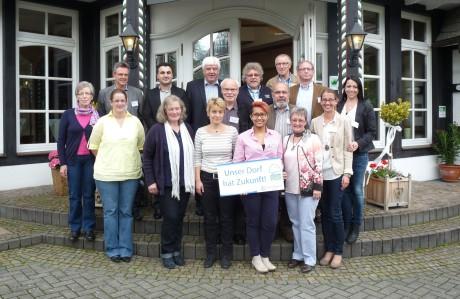 Im Rahmen eines Workshops im Bundessilberdorf Oberveischede haben sich die Mitglieder der Kreisbewertungskommission Siegen-Wittgenstein jetzt intensiv auf den Wettbewerb vorbereitet. Foto: Kreis