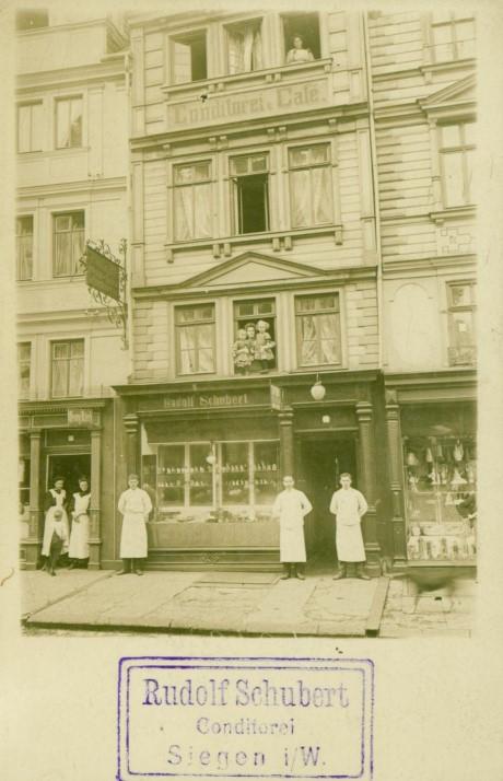 Foto-Ansichtskarte des Cafés von Rudolf Schubert am Kornmarkt vor 1912. (Stadtarchiv Siegen, Sammlungsbestand Nr. 437). Foto: Stadtarchvi