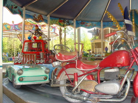 Historisches Kinderkarussell - Foto 2