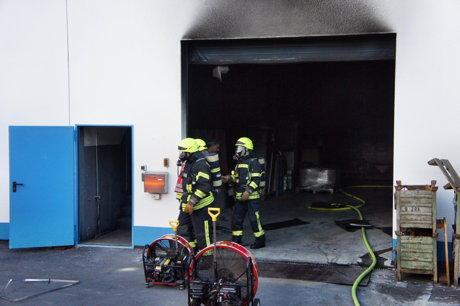 2014-07-31_Olpe_Auf_den_Huetten_Industriehalle_Maschine_brennt_HERCHER_7