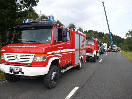 2014-08-05_Hilchenbach-Altenteich_B62_Sattelzug_im_Graben_Daniel Niggemeier_2