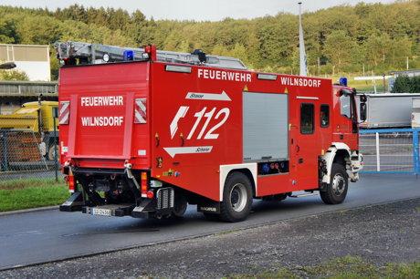 2014-08-17_Wilnsdorf-Anzhausen_Pkw_in_Bachlauf_9