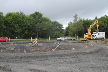 Im Kreuzungsbereich der L 911 und der B 54 entsteht derzeit einer von zwei Kreisverkehren für die Erschließung der neuen interkommunalen Gewerbegebietes Rübgarten II. Foto: Gemeinde