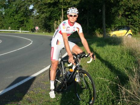 Insgesamt 830 Kilometer, davon tatsächlich rund 750 auf dem Rad, bewältigte der 17-Jährige binnen etwa 36 Stunden.