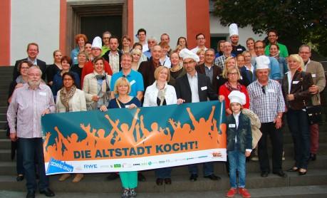 """Auf das Kochen als Gemeinschaft stiftendes Element in der Oberstadt setzte die Veranstaltung """"Die Altstadt kocht!"""", organisiert vom Fachbereich Stadtentwicklung. Foto: Stadt"""