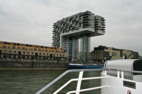 Die Kranhäuser waren nur eine der Sehenswürdigkeiten, die es am Ufer des Rheins zu sehen gab.
