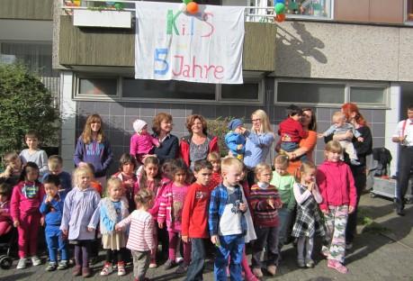 Die Jubiläumsfeier in der Zinsenbachstraße, zu der auch viele ehemalige Tageskinder eingeladen waren. Foto: Stadt
