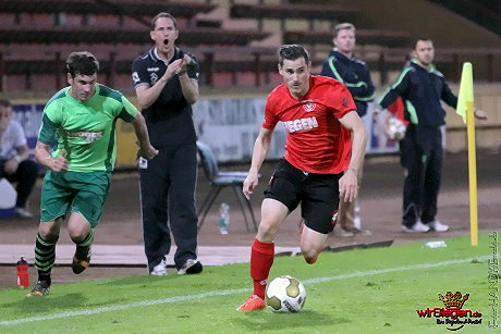 Mit einem torlosen Unentschieden trennten sich die Sportfreunde Siegen und der FC Kray. Fotos: Michael Handke