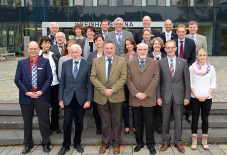 Klaus Brenner (vorne Mitte) hat den Kreis Siegen-Wittgenstein bei der Dienstbesprechung der Kommunalaufsichten im Regierungsbezirk Arnsberg vertreten. Foto: Kreis